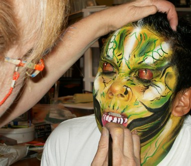 Private studio for extreme glamour make-up and face painting